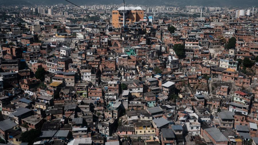 8.abr.2015 - Visão aérea do complexo do Alemão, no Rio de Janeiro - Yasuyoshi Chiba/AFP