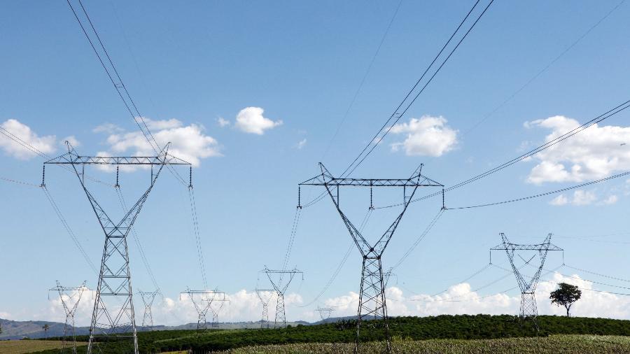 Linha de transmissão elétrica em Santo Antônio do Jardim - PAULO WHITAKER