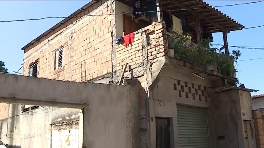 Menina pula do segundo andar para se salvar de incêndio em BH - Reprodução/TV Globo