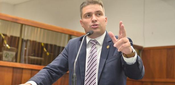 Deputado recusa vacina contra covid-19 e vai para o fim da fila em Goiânia