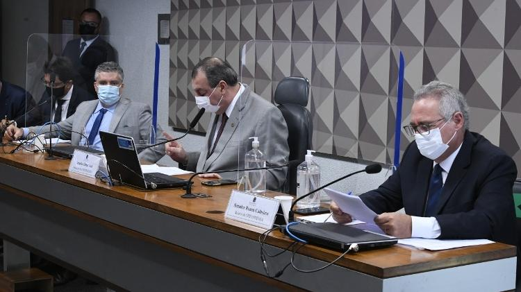 Roberto Pereira Ramos Júnior (esquerda), Omar Aziz (centro) e Renan Calheiros (direita) durante depoimento do diretor do FIB Bank para a CPI da Covid - Edilson Rodrigues/Agência Senado - Edilson Rodrigues/Agência Senado