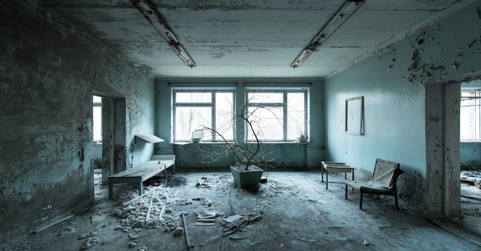 6.ago.2015 - Hospital abandonado em Pripyat, a cidade fantasma próxima a Chernobyl, na Ucrânia