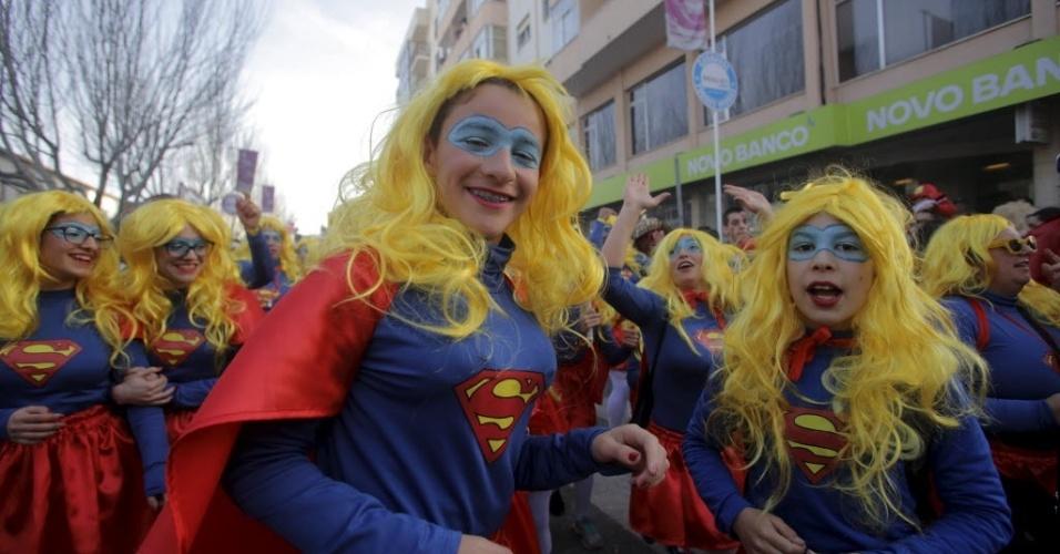 TORRES VEDRAS, PORTUGAL - Foliões desfilam no carnaval de Torres Vedras, em Portugal