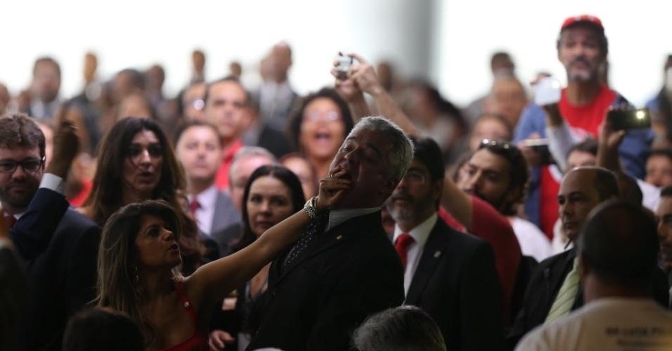 17.mar.2016 - O deputado federal Major Olimpio (SD-SP) foi retirado da cerimônia de posse do ex-presidente Luiz Inácio Lula da Silva como ministro-chefe da Casa Civil, no Palácio do Planalto, em Brasília. Olimpio gritou