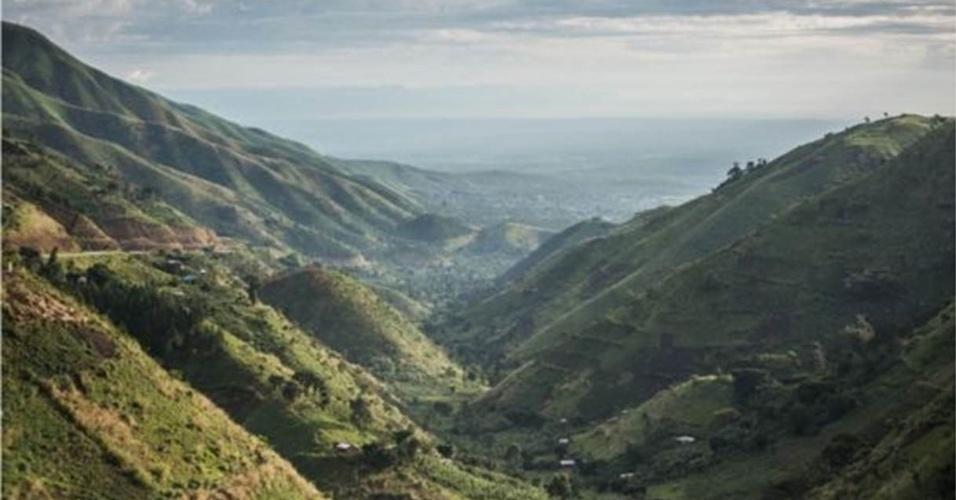 8.jul.2016 - O trajeto inclui uma paisagem particular: as montanhas Rwenzori, no extremo oriente do país