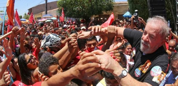 21.set.2016 - O ex-presidente Lula durante ato de campanha na cidade de Barbalha (CE)