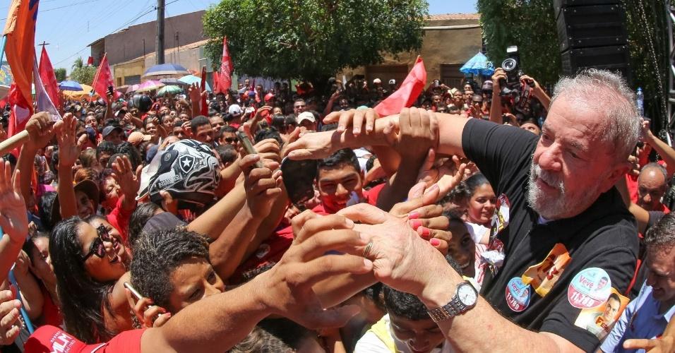 21.set.2016 - O ex-presidente Luiz Inácio Lula d Silva participou de ato de campanha na cidade de Barbalha (CE)