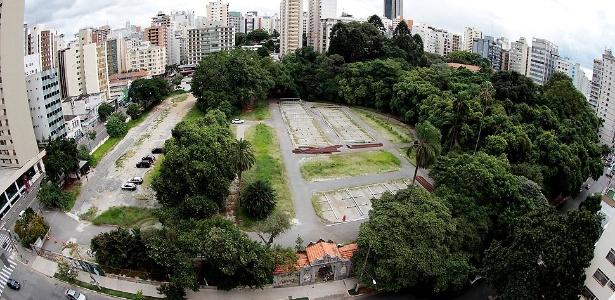 A área de 23 mil m² aparece dividida em dois lotes, com valor venal de R$ 122,7 milhões