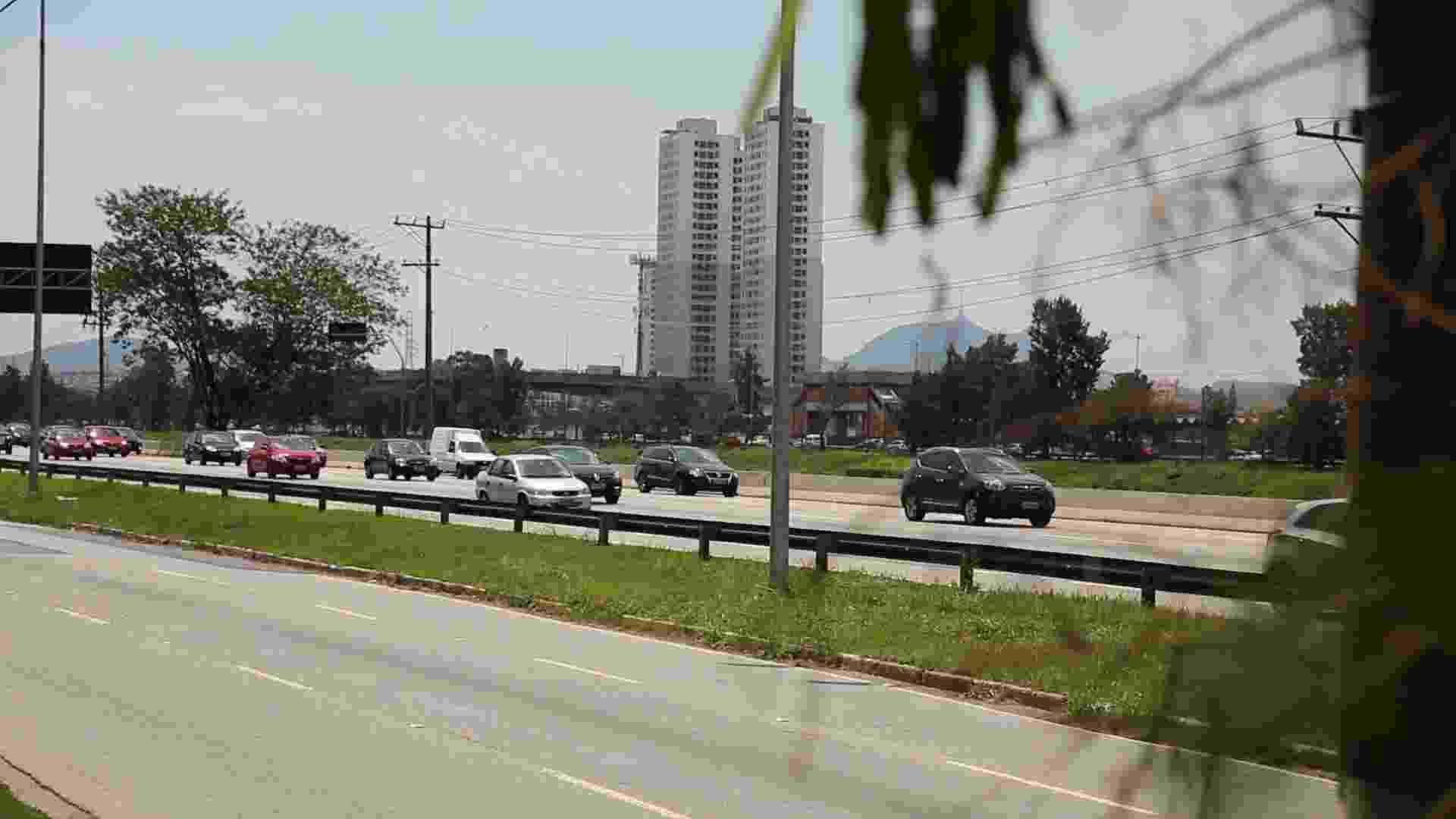 Pistas local e expressa da marginal Pinheiros, em São Paulo. O prefeito eleito João Doria (PSDB) promete elevar os limites de velocidade nas marginais - undefined