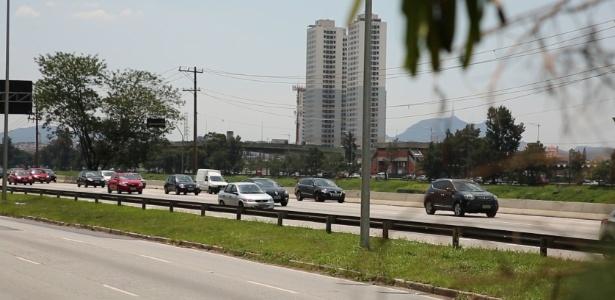 Pistas local e expressa da marginal Pinheiros, em São Paulo