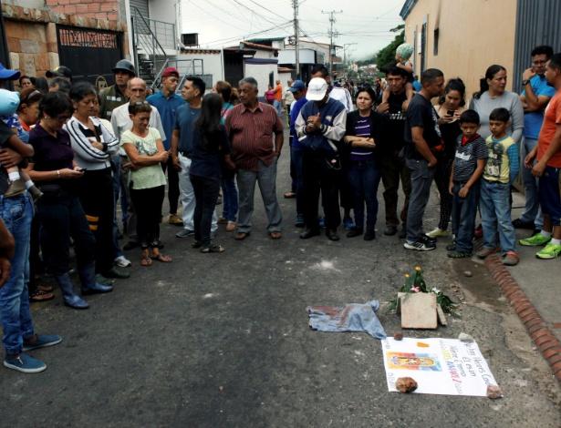 Moradores participam de tributo a Luis Alviarez, que morreu durante protesto contra o presidente Nicolás Maduro, em Palmira, na Venezuela