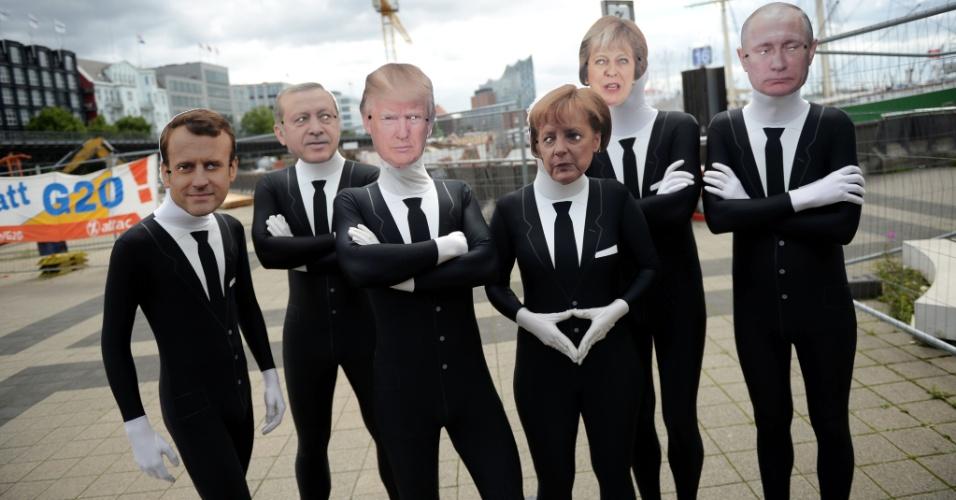 4.jul.2017 - Ativistas vestem máscaras de líderes do G20, em protesto contra cúpula em Hamburgo, na Alemanha
