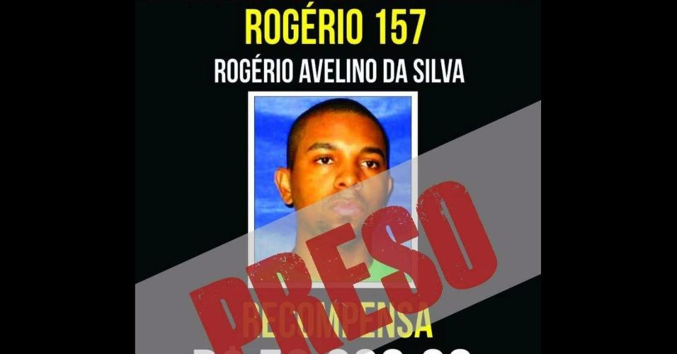 06.dez.2017 - Cartaz mostra que Rogério 157 foi capturado pela polícia