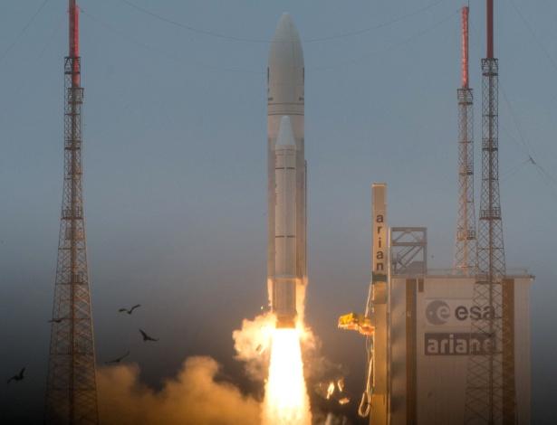 Imagem do lançamento do foguete Ariane 5 do Centro Espacial de Kourou, na Guiana Francesa