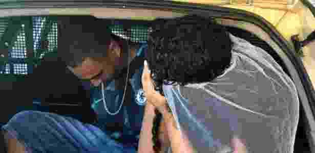 Homem, que tirou foto gesto obsceno, também foi autuado por desacato a autoridade - Polícia Militar/Divulgação - Polícia Militar/Divulgação