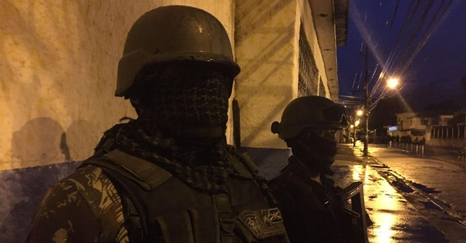 Operação em andamento | Militares são recebidos a tiros ao entrar em favela quartel-general do CV