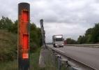 Contrários ao limite de velocidade de 80 km/h, franceses picham radares em protesto - Reprodução RFI