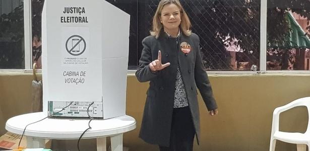 Gleisi Hoffmann após votar em Curitiba; eleita deputada federal, apesar das denúncias na Lava Jato