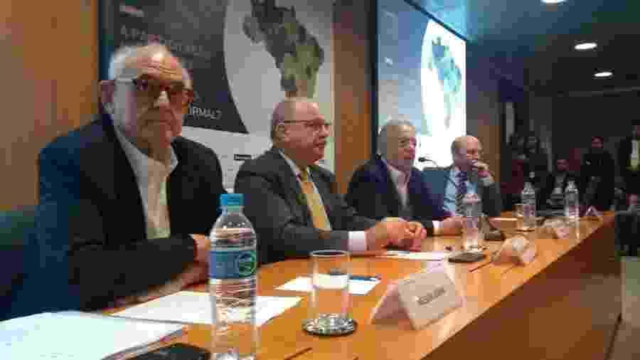 A partir da esquerda, Nelson Jobim, Sergio Etchegoyen e FHC durante a palestra - Wellington Ramalhoso/UOL