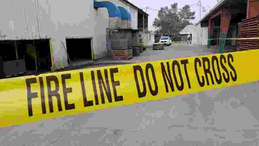 Polícia isolou área da empresa onde funcionária morreu - Reprodução - 24.jan.2020/Facebook/FresnoSheriff