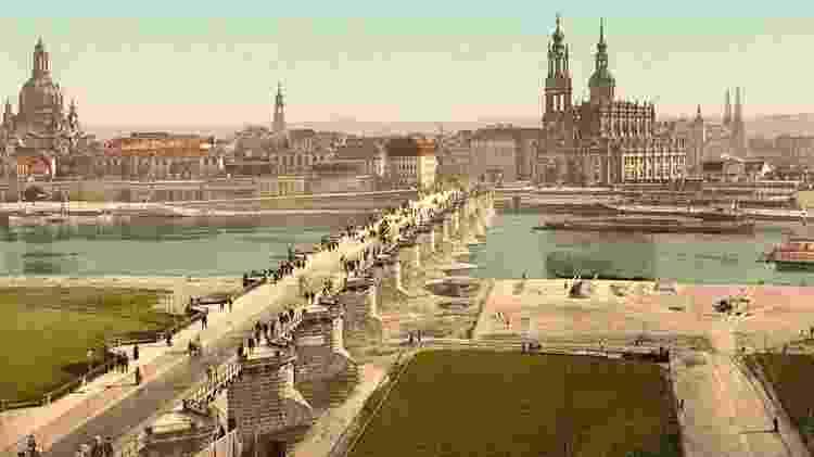 Imagem de Dresden de 1900 retrata diversos monumentos que foram seriamente destruídos nos bombardeios - Getty Images