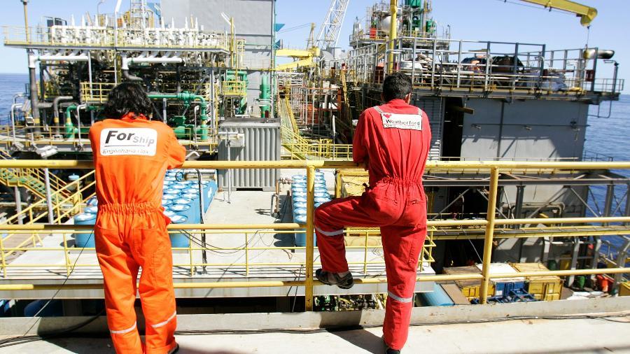 Funcionários na plataforma P-50, da Petrobras, na Bacia de Campos; trabalhadores da P-53 denunciam surto de covid - Bruno Domingos