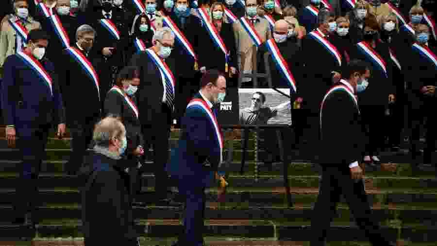 Homenagem ao professor Samuel Paty que foi decapitado em Paris - CHRISTOPHE ARCHAMBAULT/AFP