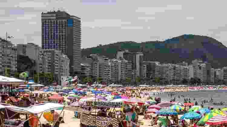 10.jan.2021 - Banhistas na praia de Copacabana, na zona sul do Rio - VANESSA ATALIBA/ZIMEL PRESS/ESTADÃO CONTEÚDO - VANESSA ATALIBA/ZIMEL PRESS/ESTADÃO CONTEÚDO