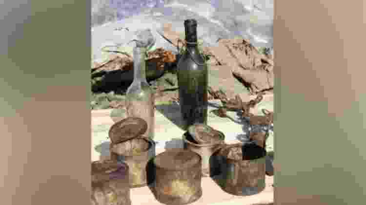 Vários itens como garrafas e latas foram encontrados na caverna  - White War Museum  - White War Museum