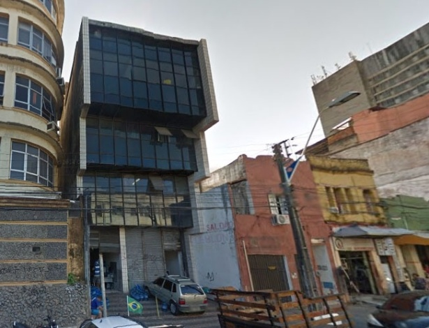 Bebê de um ano e três meses caiu do segundo andar do prêdio de vidros pretos no centro de Fortaleza e sobreviveu