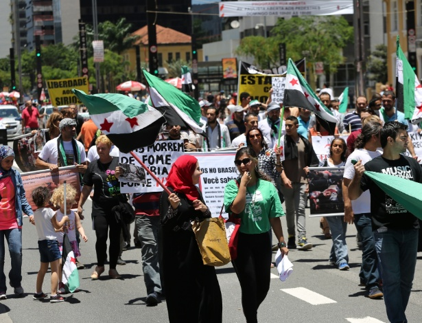 Comunidade síria em São Paulo realiza ato pelo fim dos conflitos que assolam o país desde março de 2011