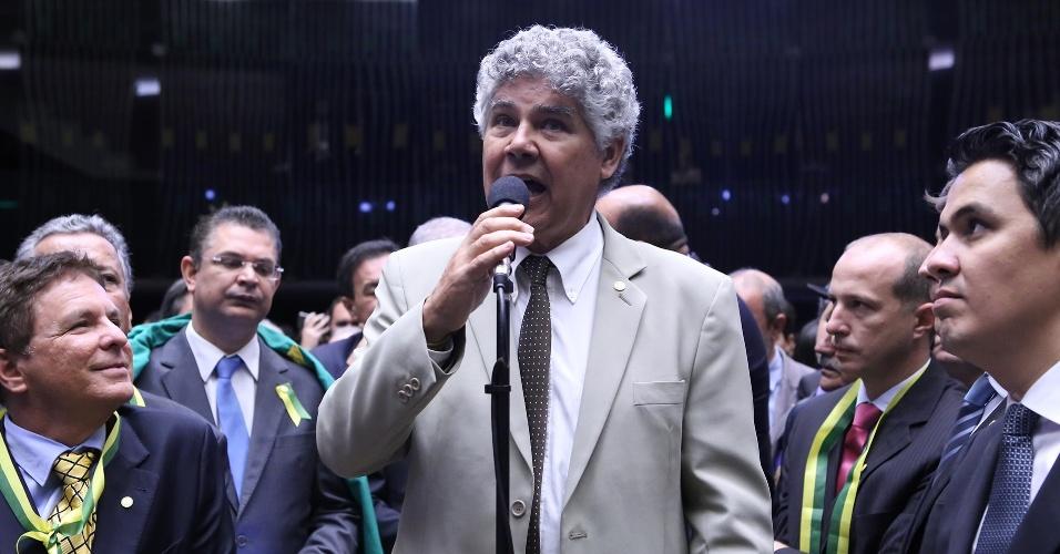 17.abr.2016 - O deputado Chico Alencar (PSOL-RJ) disse não ao impeachment comandado pelo presidente da Câmara, Eduardo Cunha (PMDB-RJ)