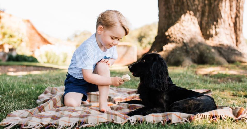 22.jul.2016 - Família real britânica divulga fotografia do príncipe George para comemorar o terceiro aniversário do herdeiro do trono