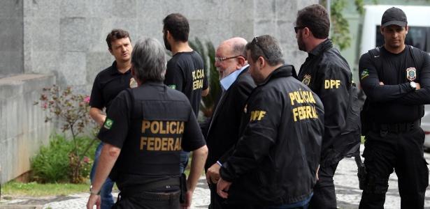 José Adelmário Pinheiro, o Léo Pinheiro, ex-presidente da OAS, é conduzido por agentes para sede da Polícia Federal