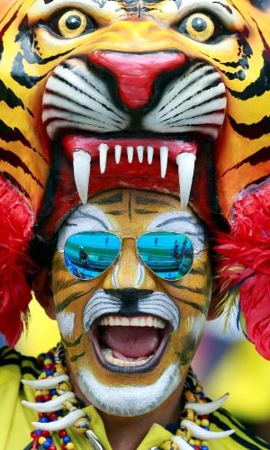 11.out.2016 - Torcedor da Colômbia posa para foto antes de jogo de sua seleção em casa contra o Uruguai, em Barranquilla, pelas Eliminatórias Sul-Americanas para a Copa de 2018