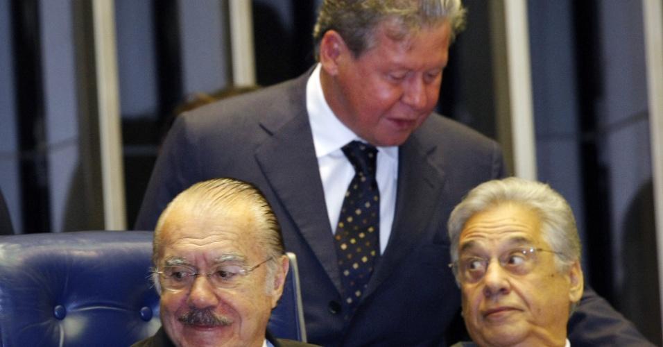 MANDATO NO SENADO - Em 2002, Virgílio (ao centro) conseguiu se eleger para senador pelo Amazonas. O tucano tornou-se líder da bancada do PSDB na casa em 2003 e atuou como um dos principais nomes da oposição ao governo do ex-presidente Luiz Inácio Lula da Silva (PT), entre 2003 e 2011. Em agosto de 2009, defendeu o afastamento de José Sarney (PMDB, à esquerda), então presidente do Senado, e acabou denunciado pelos peemedebistas no Conselho de Ética da Casa. A denúncia acabou sendo arquivada
