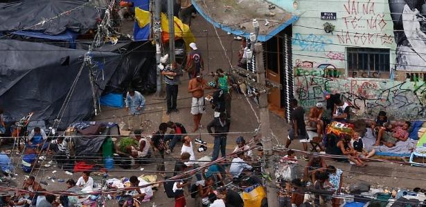 7.dez.2016 - Usuários na região da Cracolândia, no centro de São Paulo