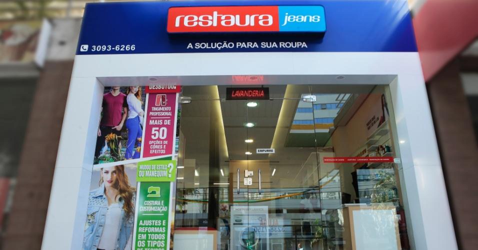 Franquia Restaura Jeans, que faz tingimento e customização em roupas