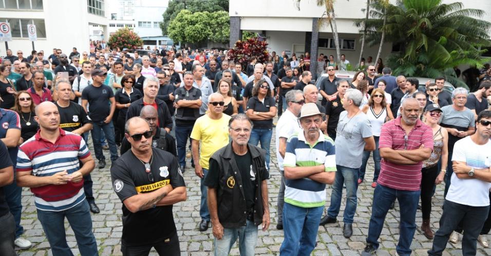 8.fev.2017 - Policiais civis do ES em assembleia da categoria realizada na manhã desta quarta (8), na chefatura de polícia na avenida Reta da Penha, em Vitória