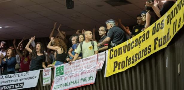 Professores da rede municipal de ensino de São Paulo protestam durante discurso de Doria