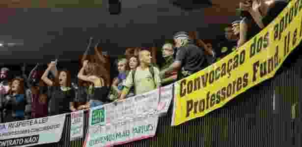 Professores da rede municipal de ensino de São Paulo protestam durante discurso de Doria - CHELLO/FRAMEPHOTO/FRAMEPHOTO/ESTADÃO CONTEÚDO