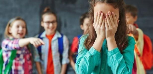 Imagem ilustrativa mostra jovem sofrendo bullying