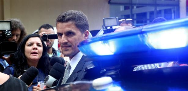 23.out.2017 - O delegado Fábio Cardoso, da Divisão de Homicídios do Rio de Janeiro, fala com a imprensa em frente ao Hospital Miguel Couto - Wilton Junior/Estadão Conteúdo