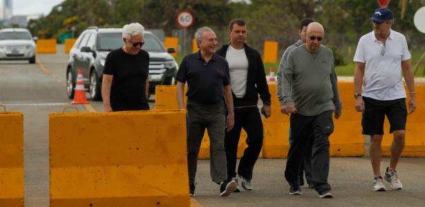 14.jan.2018 - Temer faz caminhada para reunião com ministros; é a 2ª vez em dez dias que imagens do presidente se exercitando são veiculadas