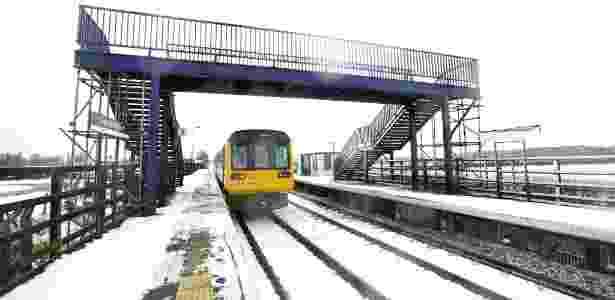 Trem chega à estação de Teesside Airport, no norte da Inglaterra - Jane Stockdale/The New York Times