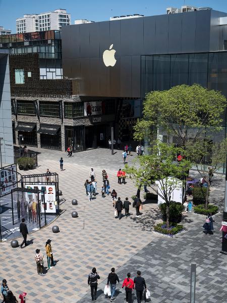 Logotipo da Apple Store na fachada de um shopping em Pequim, na China