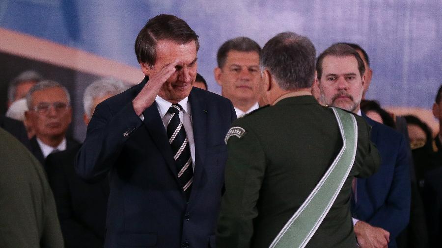 Bolsonaro em cerimônia de passagem de comando no Exército com general Edson Leal Pujol - Pedro Ladeira 11.jan.2019/Folhapress