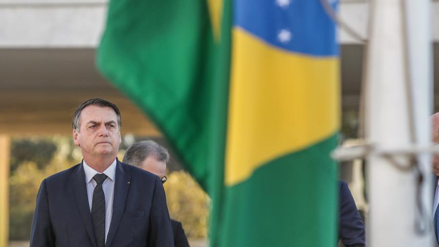 18.jun.2018 - O presidente Jair Bolsonaro durante cerimônia de hasteamento da bandeira nacional no Palácio do Planalto - Gabriela Biló/Estadão Conteúdo