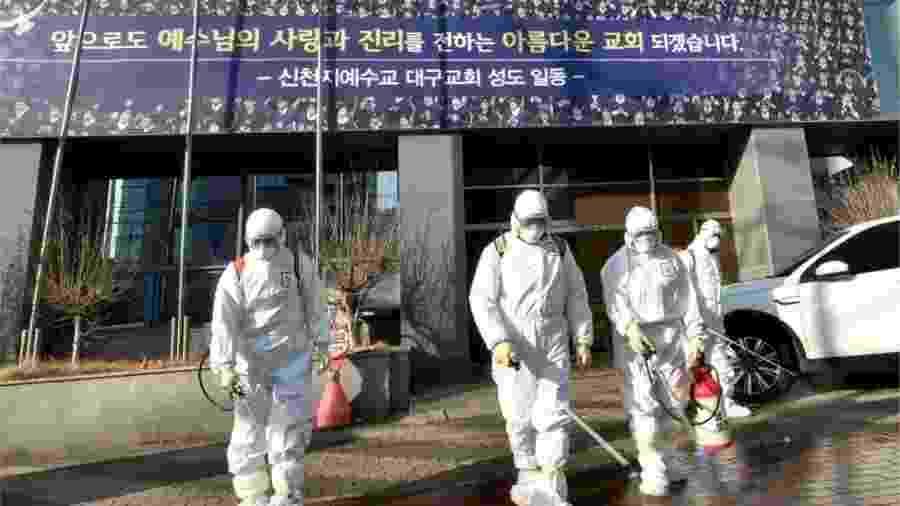 """A seita da Igreja de Jesus Shincheonji é apontada como """"viveiro"""" do coronavírus na Coreia do Sul - AFP/Getty Images"""