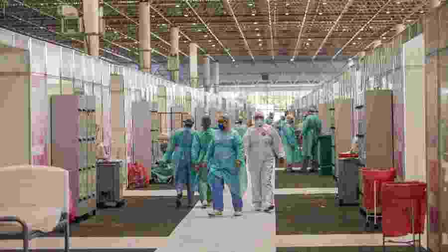 29.abr.2020 - Hospital de Campanha do Anhembi, na zona norte de São Paulo, montado para tratar pacientes de covid-19 - Tiago Queiroz/Estadão Conteúdo